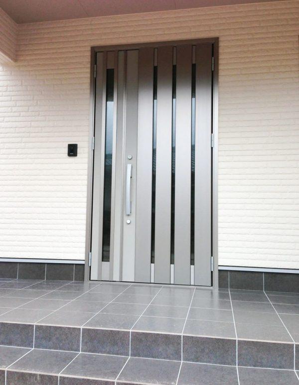 新居浜市で良い工務店が建てたドア写真