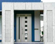 新居浜市で住宅相場の玄関ドアの写真