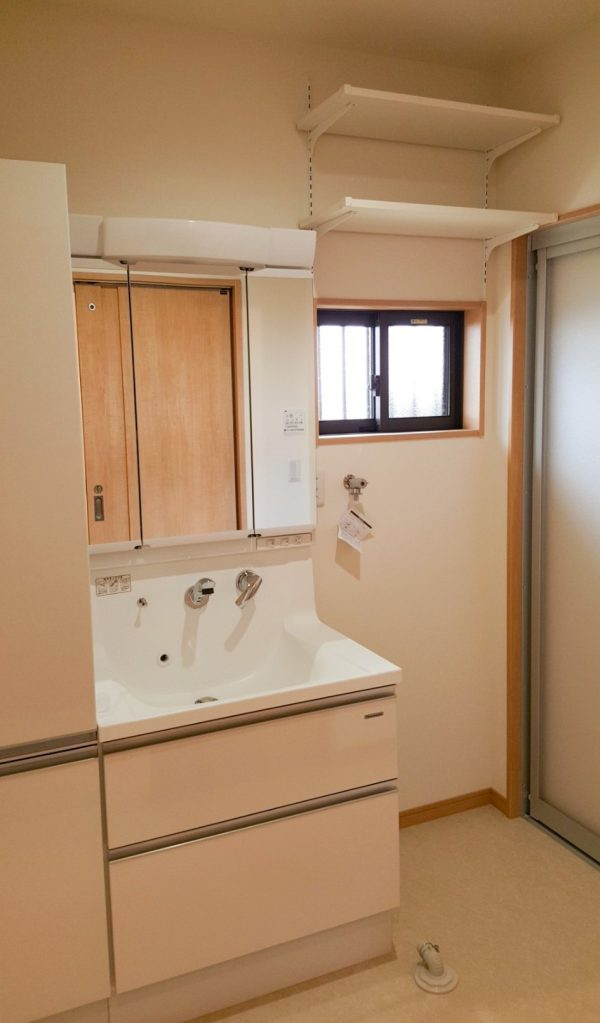 新居浜市で浴室リフォームしたお家の洗面台写真