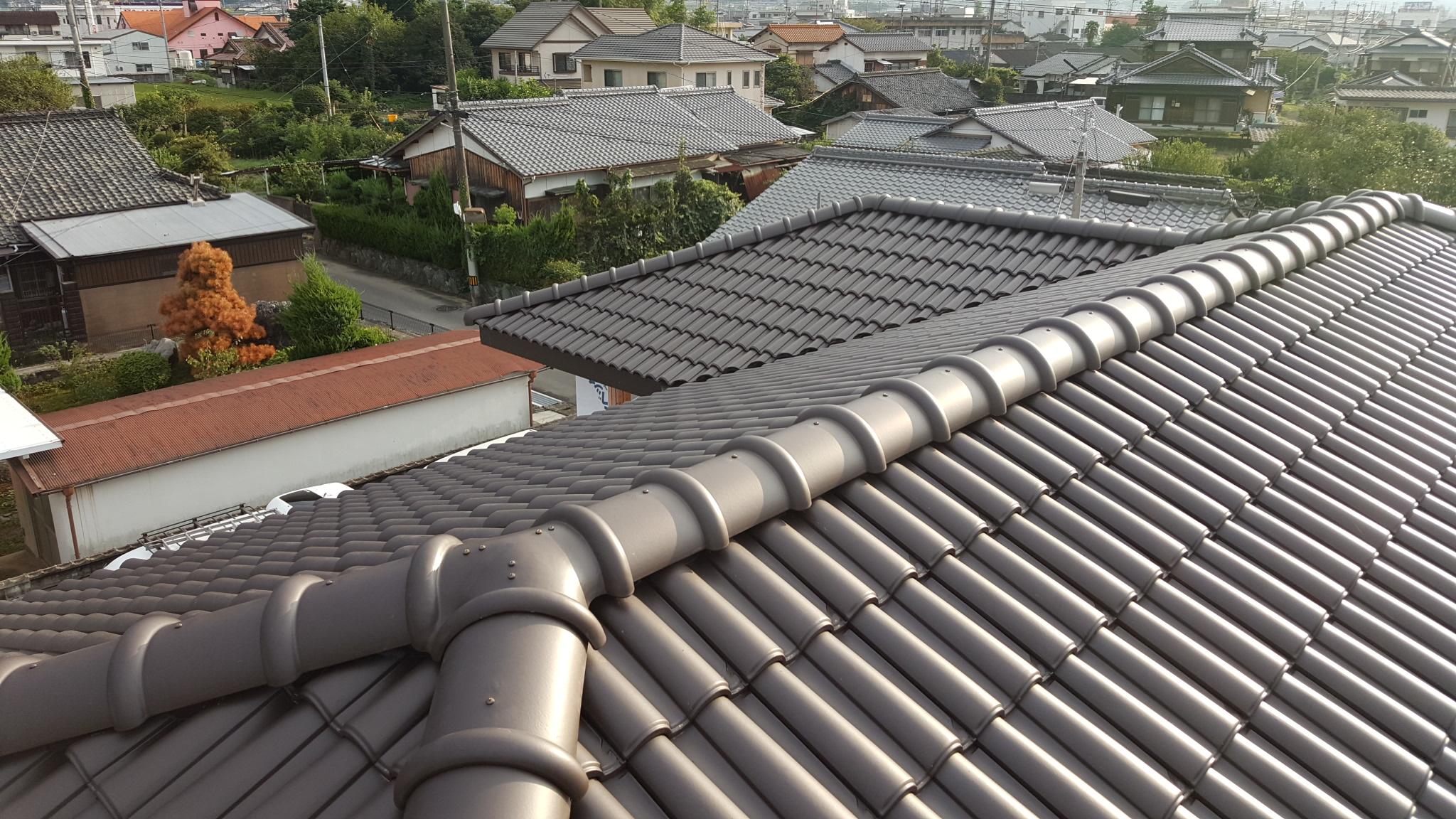 西条市でかっこいい家の屋根写真