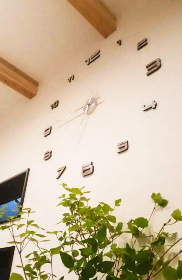 西条市で一戸建ての時計写真