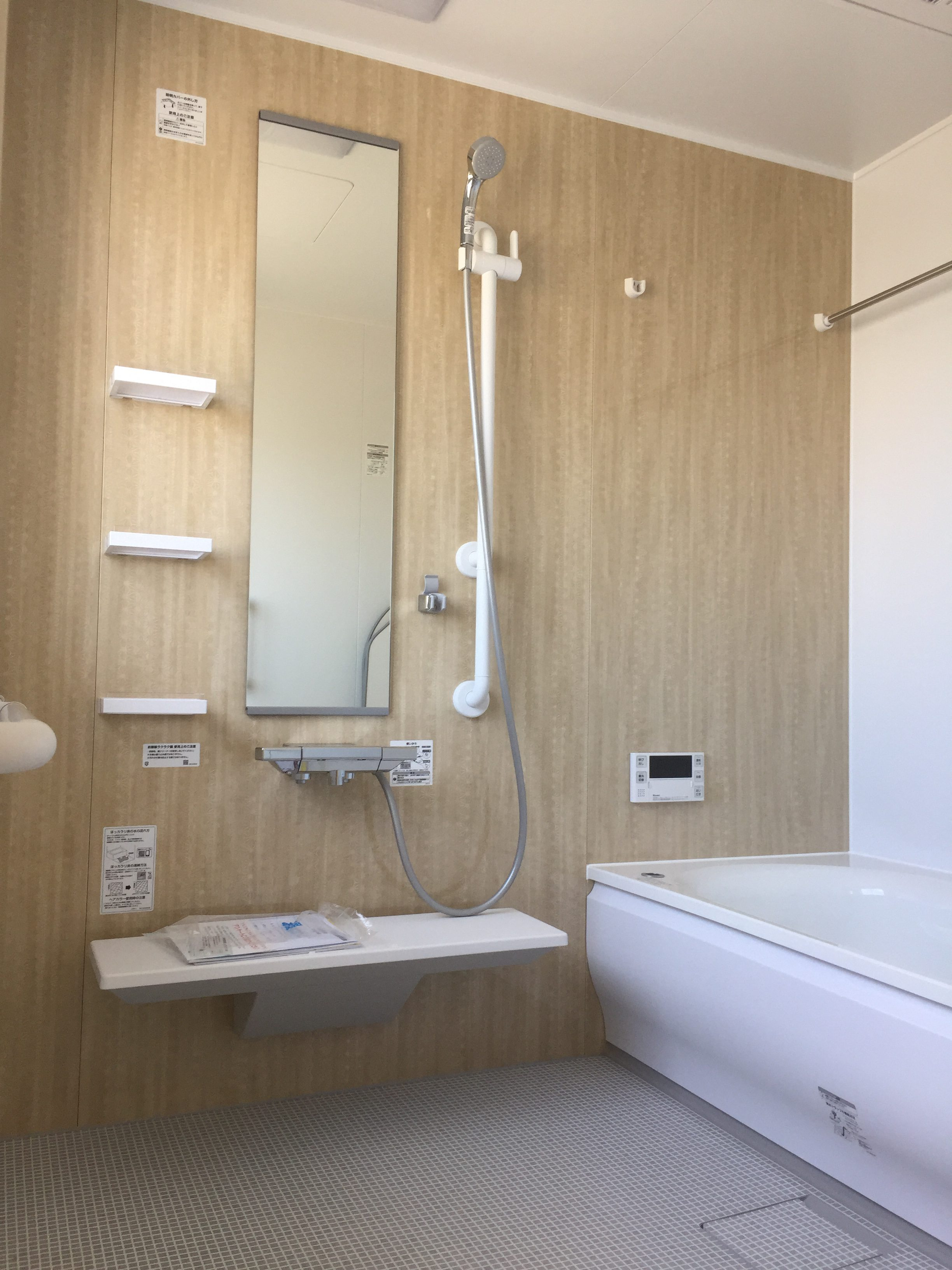 西条市でバリアフリー住宅の浴室写真