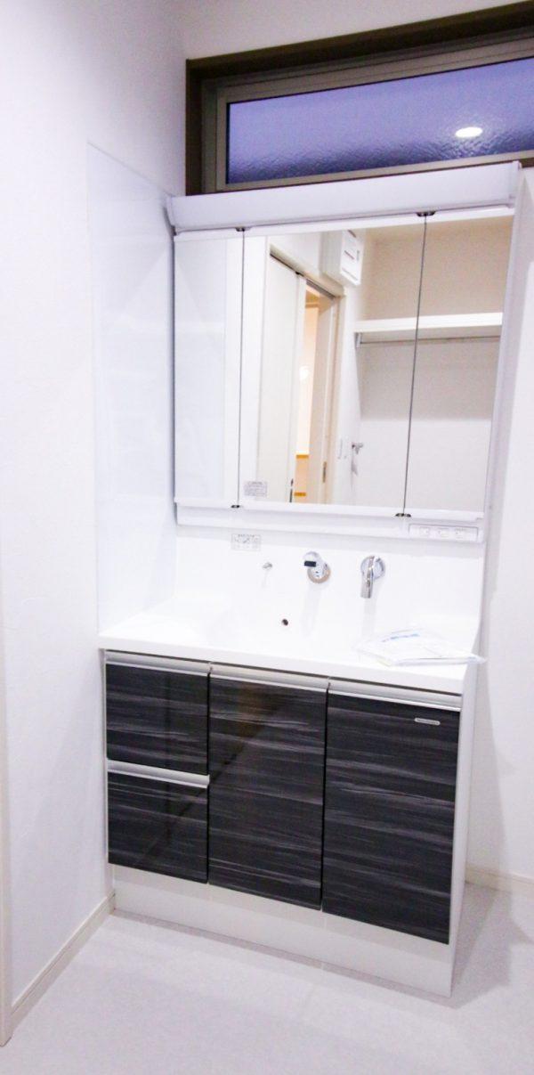 新居浜市でデザイン住宅の洗面写真
