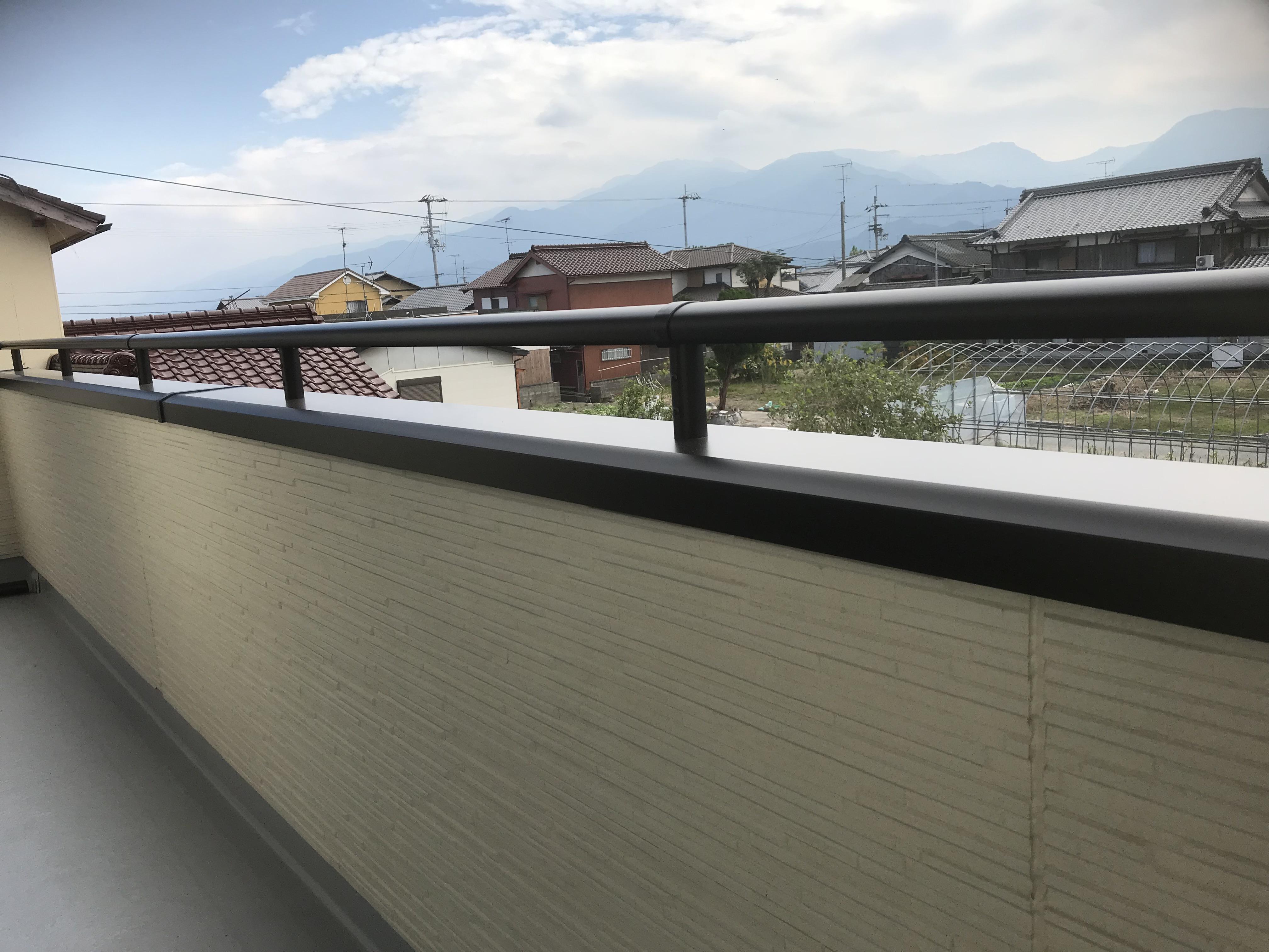 四国中央市で二階建ての家のベランダ写真