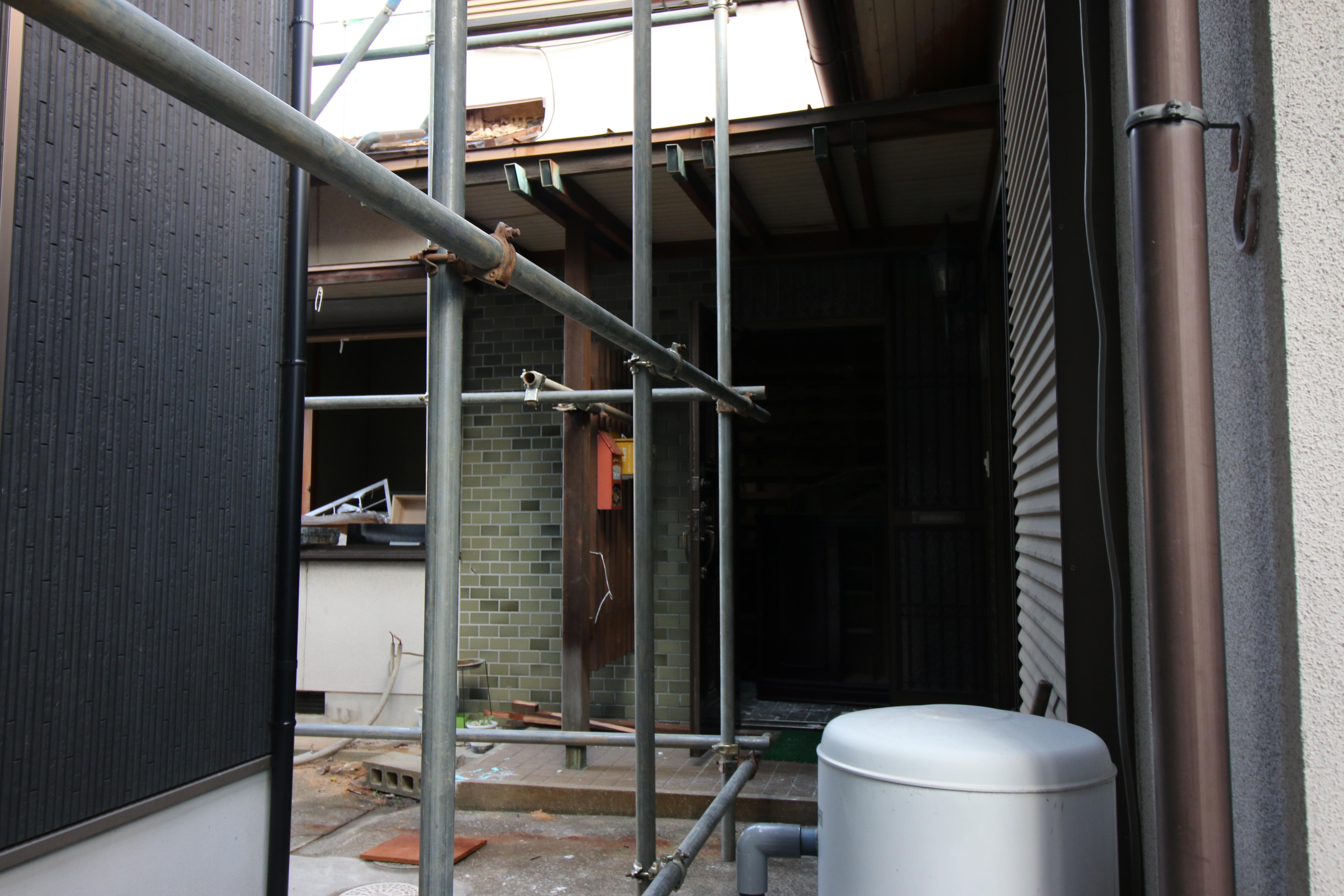 西条市で新築デザインの解体現場写真