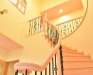 新居浜市で可愛い家の階段写真