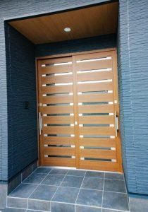 四国中央市で一軒家の玄関ドア写真