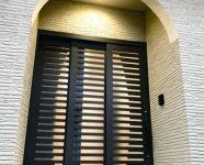 新居浜市で平屋の玄関ドアの写真