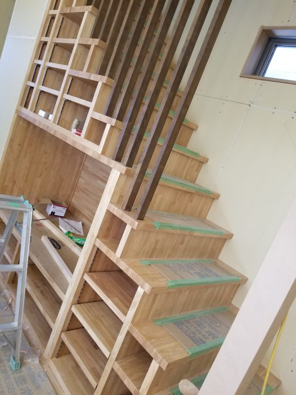 西条市でかっこいい家の階段写真