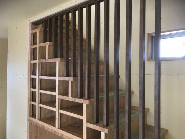 西条市でオシャレな住宅の階段写真