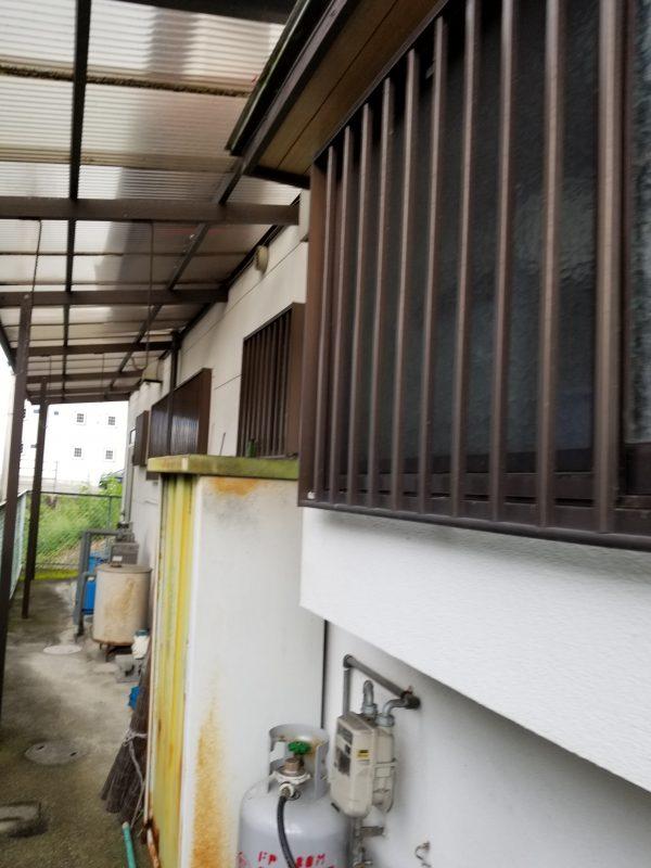 西条市で家塗装の現場の写真