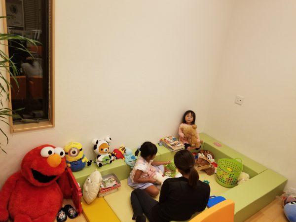 四国中央市で住宅の間取り打ち合わせ中の子供写真