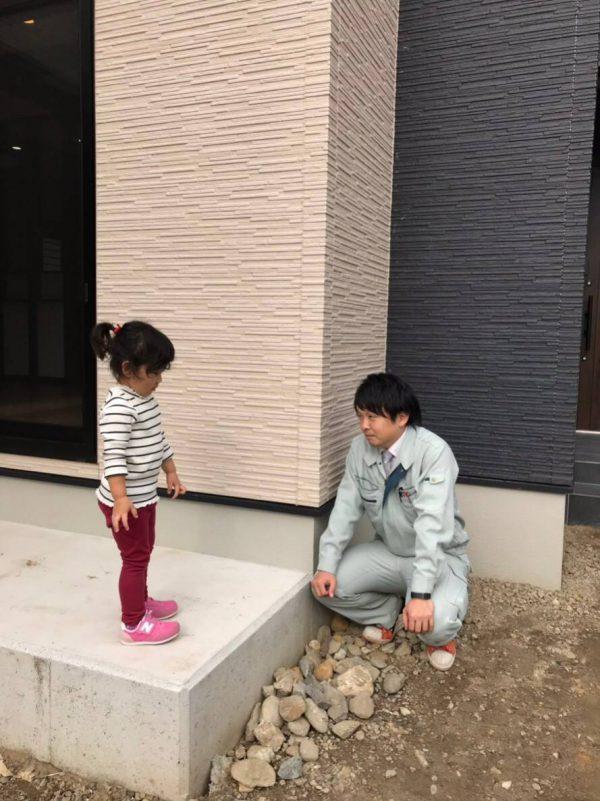 四国中央市でマイホームを建てたお子様との写真
