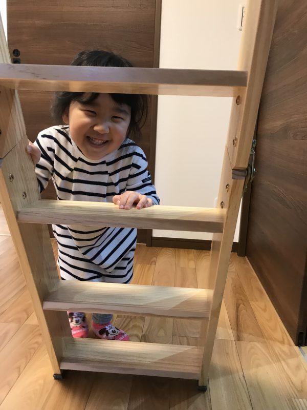 新居浜市でマイホームに喜ぶ子供の写真