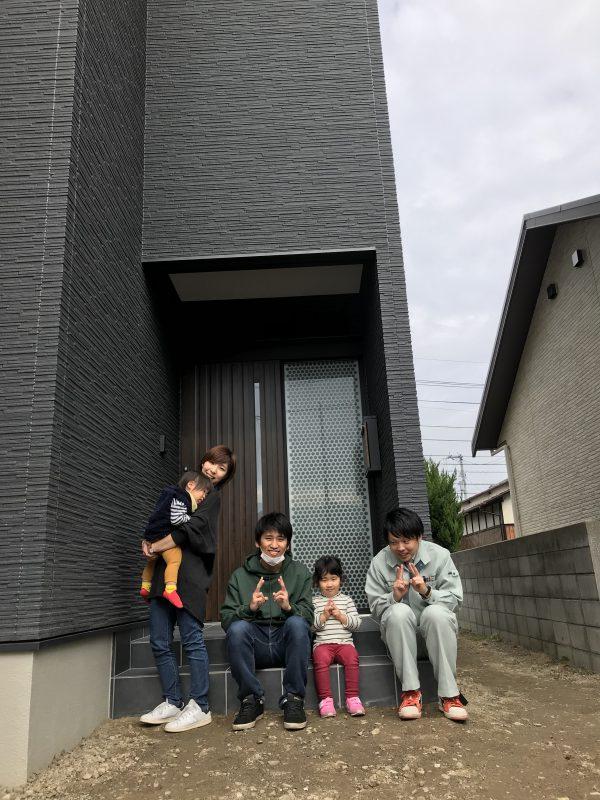 新居浜市で一軒家を建てた家族との写真
