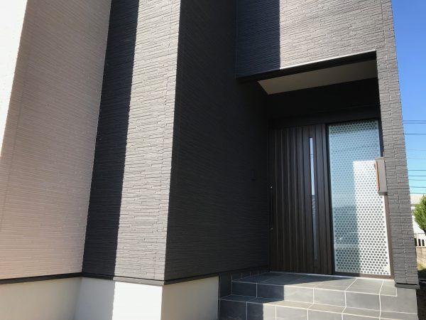 四国中央市で家を建てている玄関写真