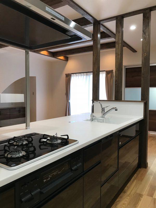 四国中央市で家を建てているキッチン写真