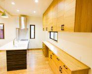 新居浜市で日当たりの良い家のキッチン写真