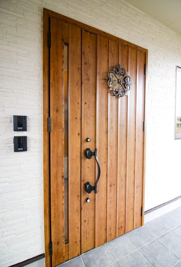 新居浜市で日当たりの良いい家のドアの写真