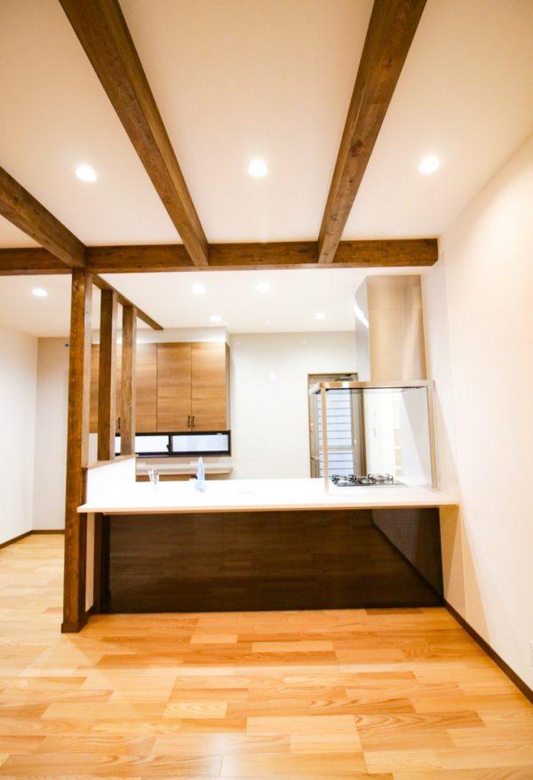 四国中央市でグラスウール使用のキッチン写真
