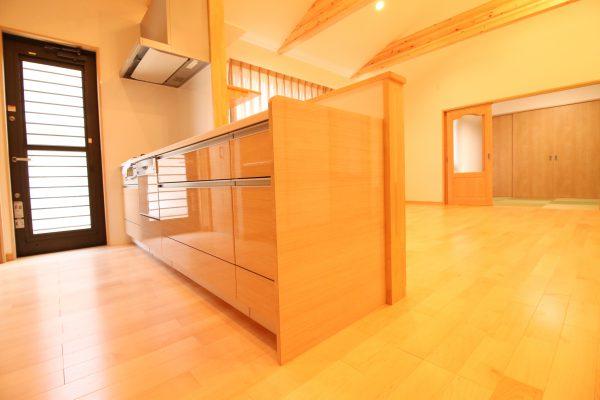 西条市で新築一戸建てのキッチン写真