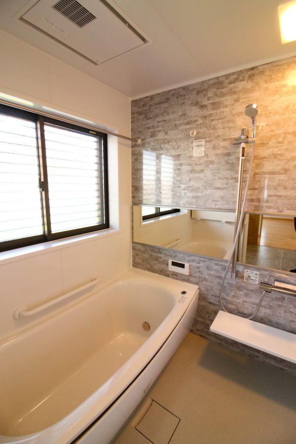 西条市で新築一戸建ての浴室写真